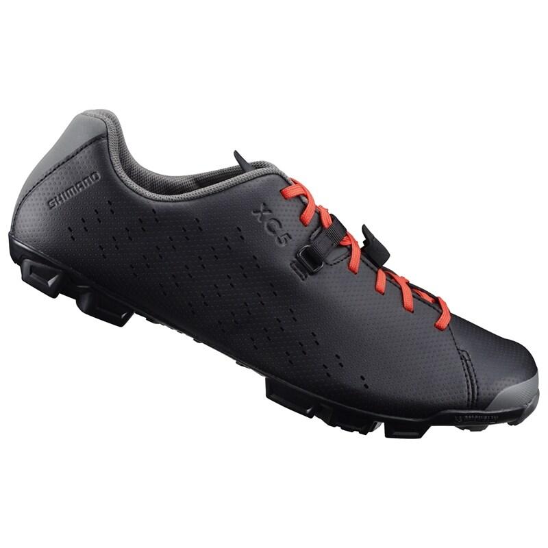 e4d8aa48756 Shimano XC500 en MTB sko som endast väger 408g i herrmodell.